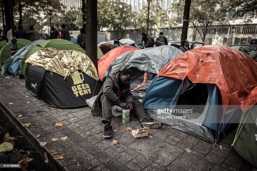 TOPSHOT-FRANCE-EUROPE-MIGRANTS : News Photo