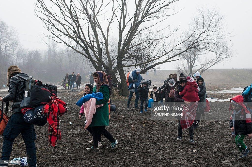 SERBIA-MACEDONIA-EUROPE-MIGRANTS : News Photo