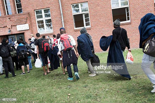 Migrants arrive at a shortterm housing facility for arriving migrants and refugees in Spandau district on September 7 2015 in Berlin Germany Berlin...