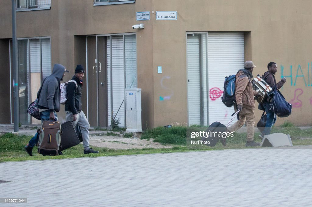Migrant Evicted Of The Former Olympic Village In Turin : Nachrichtenfoto