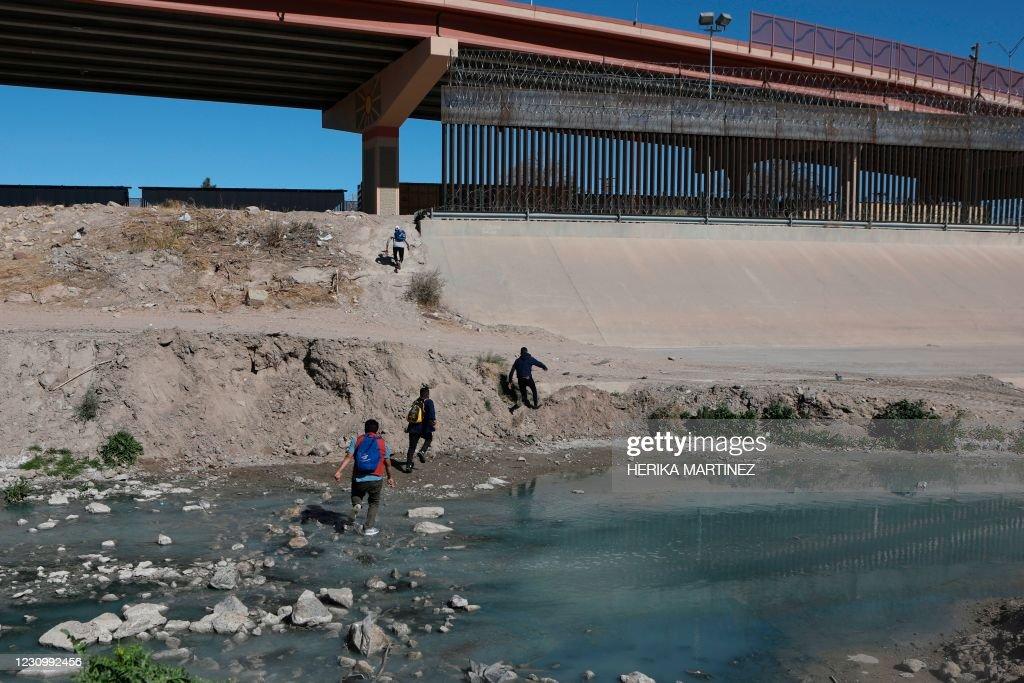 MEXICO-US-MIGRANTS-BORDER : News Photo