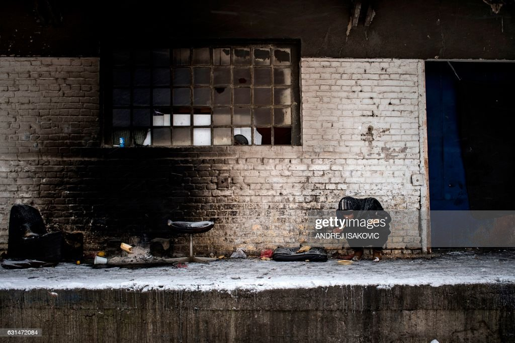 TOPSHOT-SERBIA-EUROPE-MIGRANTS-WEATHER : News Photo