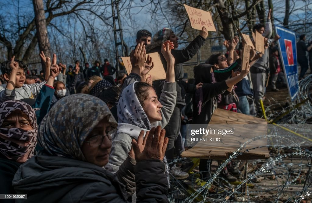 TOPSHOT-TURKEY-GREECE-MIGRANTS-UNREST : News Photo