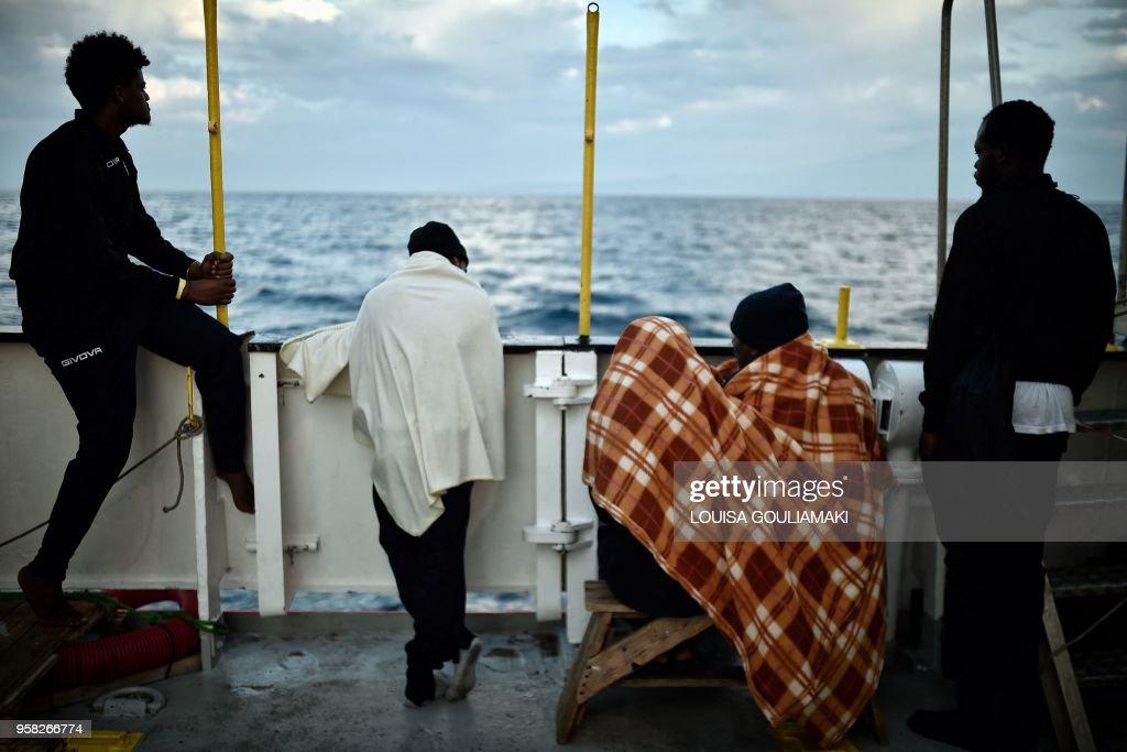 TOPSHOT-ITALY-LIBYA-EUROPE-MIGRANTS : News Photo