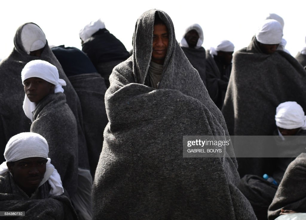 TOPSHOT-ITALY-REFUGEES-AQUARIUS-SEA-LIBYA-MIGRANTS : News Photo