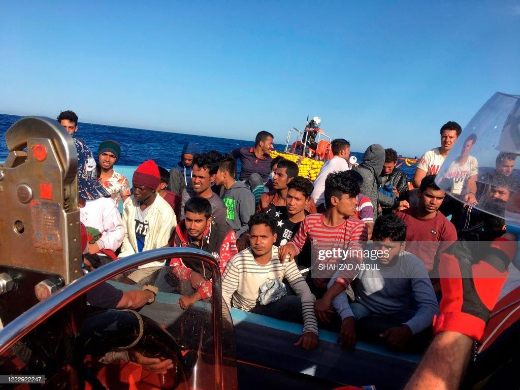 EUROPE-MIGRATION-REFUGEE-EMERGENCY : News Photo