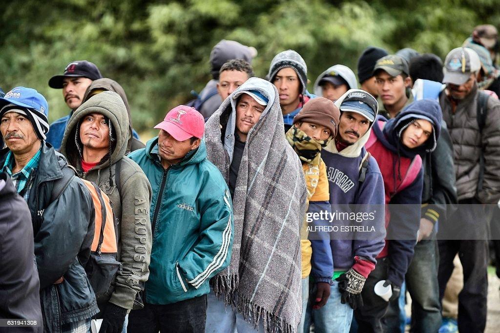 TOPSHOT-MEXICO-US-BORDER-MIGRANTS : News Photo