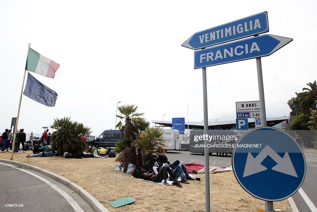 Bild EinbettenLizenz. Migrants Waiting Face French Gendarmes (R) At The  Border Between Italy And France In