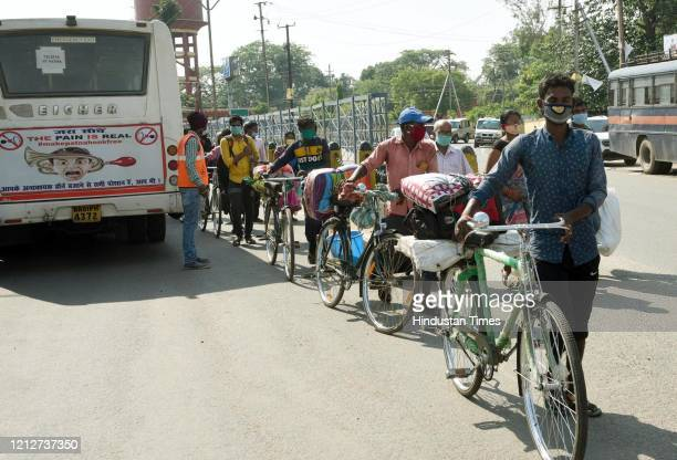 Migrants who arrived from Tamil Nadu and Andhra Pradesh in a queue for buses to journey onwards after arriving by a Shramik special train, at Danapur...
