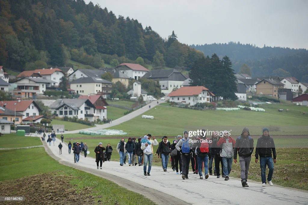 Over 6,000 Migrants Crossing Into Bavaria Daily : News Photo
