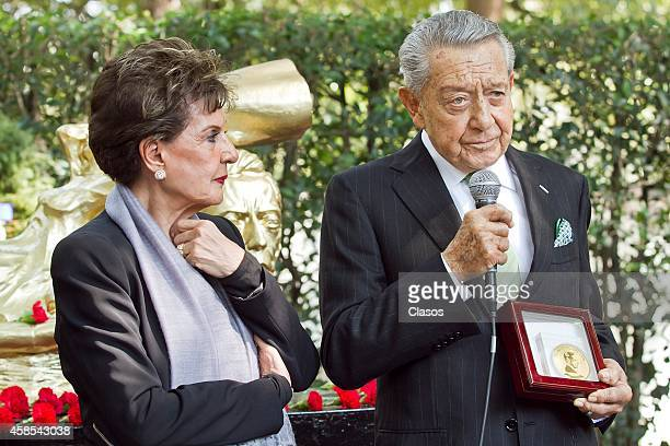 Miguel Aleman Velasco next to his wife Christiane Magnani receives the Agustin Lara medal at Roundabout of Illustrious Persons in the Pantheon...