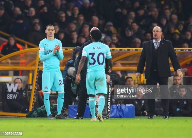Miguel Almiron of Newcastle United replaces Christian Atsu as a substitute as Rafael Benitez Manager of Newcastle United looks on during the Premier...
