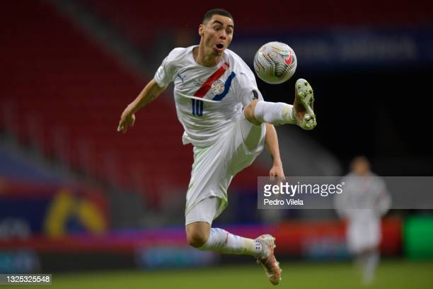 Miguel Almiron of Paraguay controls the ball in the air during a Group A match between Chile and Paraguay as part of Copa America Brazil 2021 at Mane...