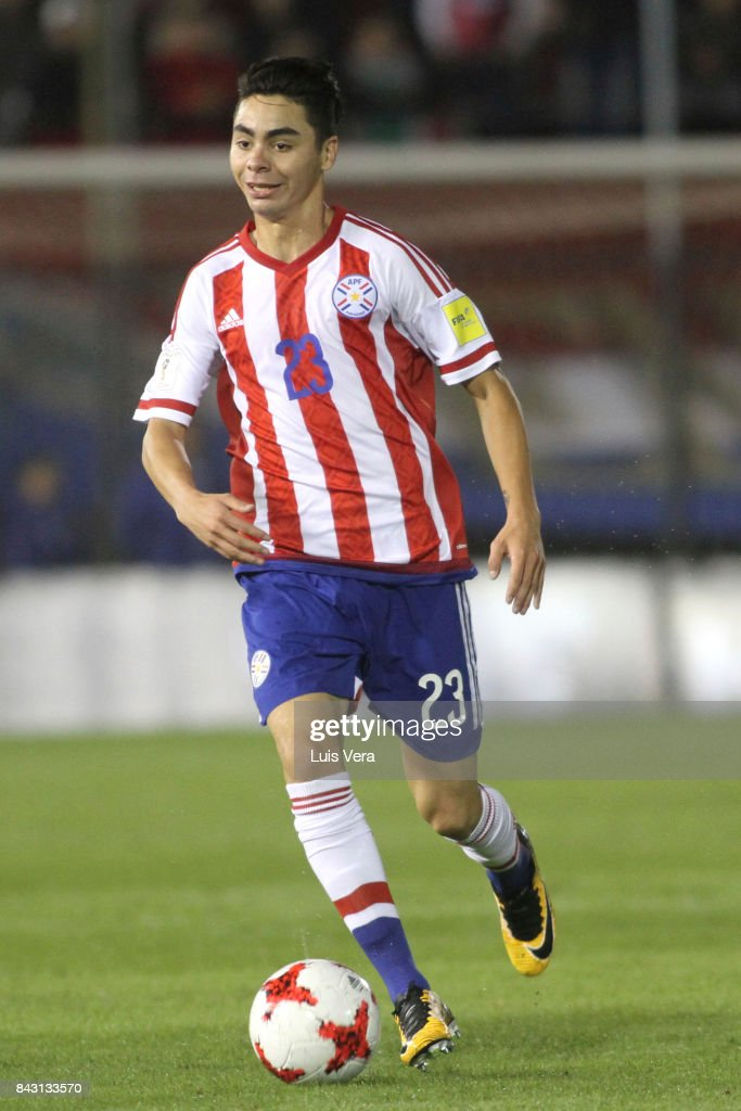 Miguel Almiron of Paraguay drives the ball during a match between Paraguay and Uruguay as part of FIFA 2018 World Cup Qualifiers at Defensores del Chaco Stadium on September 05, 2017 in Asuncion, Paraguay.
