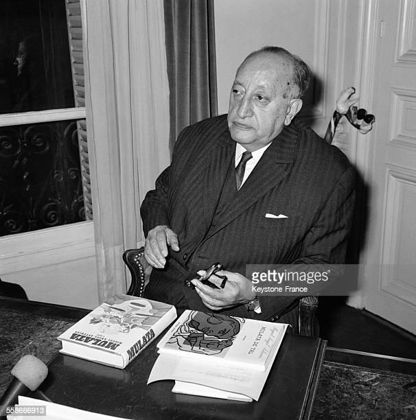 Miguel Angel Astorias ambassadeur du Guatemala et poète lauréat du Prix Nobel de littérature est photographié dans son bureau à Paris France le 19...