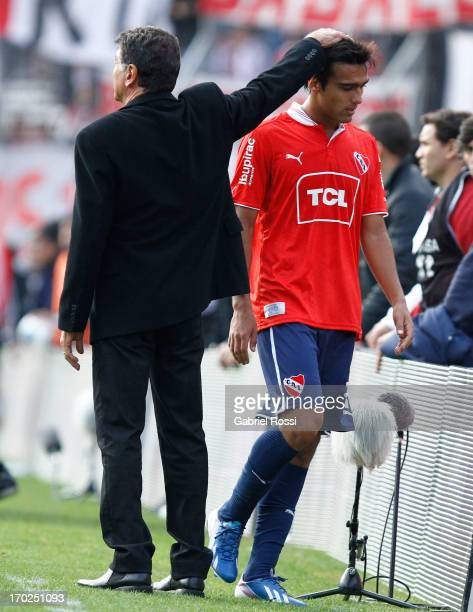 Miguel Angel Brindisi coach of Independiente comforts Adrian Fernandez during a match between River Plate and Independiente as part of the Torneo...