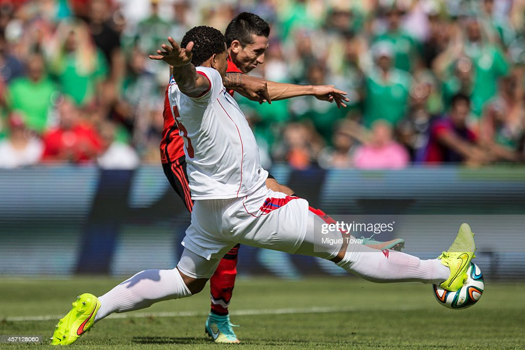 Miguel Angel Herrera (B) of Mexico fights for the ball with Ramon Torres of Panama during a friendly match between Mexico and Panama at Corregidora Stadium on October 12, 2014 in Queretaro, Mexico.