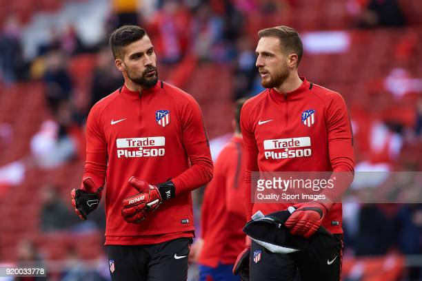 Miguel Angel Moya and Jan Oblak of Atletico de Madrid warm up prior to the La Liga match between Atletico Madrid and Athletic Club at Wanda...