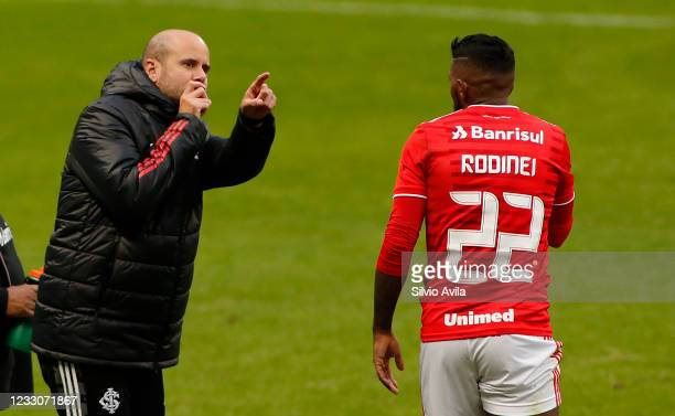 Miguel Angel Ramirez head Coach of Internacional talks to Rodinei during the final of Rio Grande Do Sul State Championship 2021 between Gremio and...