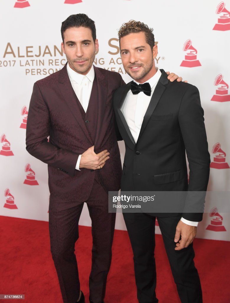 ¿Cuánto mide David Bisbal? - Real height - Página 3 Miguel-angel-silvestre-and-david-bisbal-attend-the-2017-person-of-the-picture-id874736824