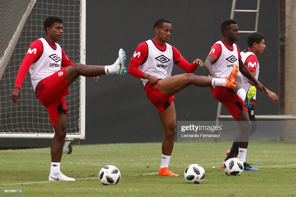 Miguel Araujo, Andre Carrillo and Christian Ramos do exercises during a training session ahead of FIFA World Cup Russia 2018 on May 25, 2018 in Lima, Peru.