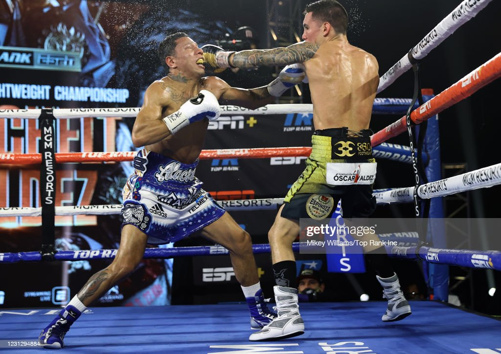 Miguel Berchelt v Oscar Valdez - Fight Night : ニュース写真
