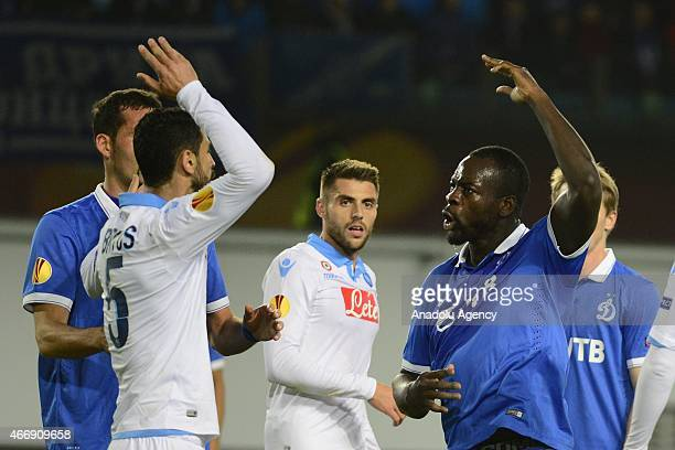 Miguel Britos of Napoli vies with Christopher Samba of Dynamo Moscow during the UEFA Europa League round of 16 second leg football match between...