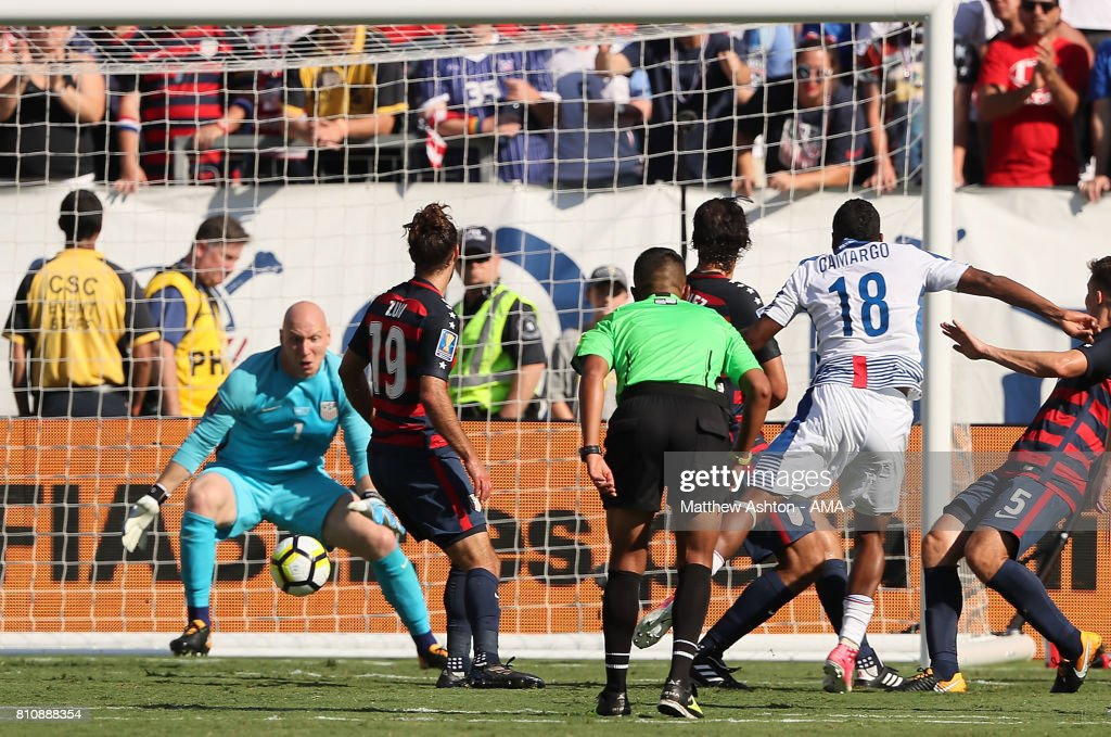 Miguel Camargo of Panama scores a goal to make the score 1-1 during the 2017 CONCACAF Gold Cup Group B match between the United States and Panama at Nissan Stadium on July 8, 2017 in Nashville, Tennessee.