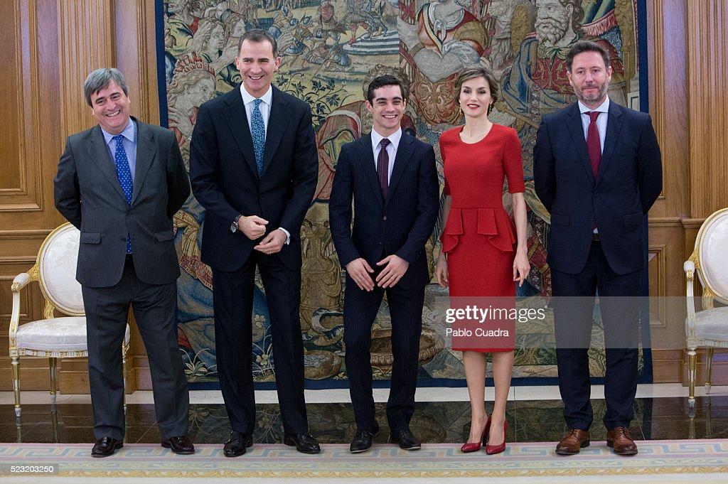 Miguel Cardenal (L) King Felipe VI of Spain (2nd L) and Queen Letizia of Spain (2nd R) meet Javier Fernandez (C) at Zarzuela Palace on April 22, 2016 in Madrid, Spain.