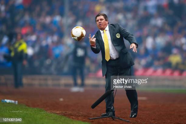Miguel Herrera Coach of America gestures during the final second leg match between Cruz Azul and America as part of the Torneo Apertura 2018 Liga MX...