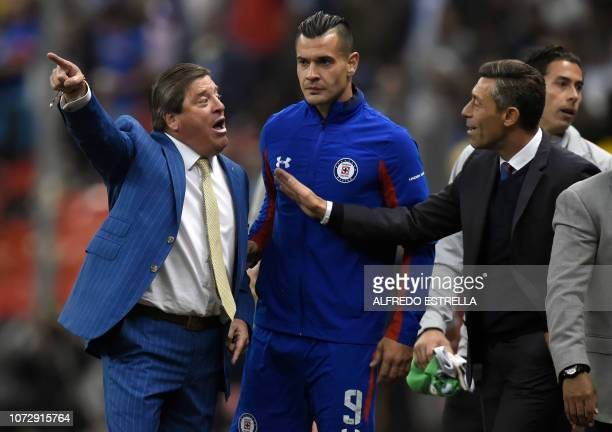 Miguel Herrera coach of America reacts against the referee with Milton Caraglio and Miguel Faria of Cruz Azul during the first round of final of the...