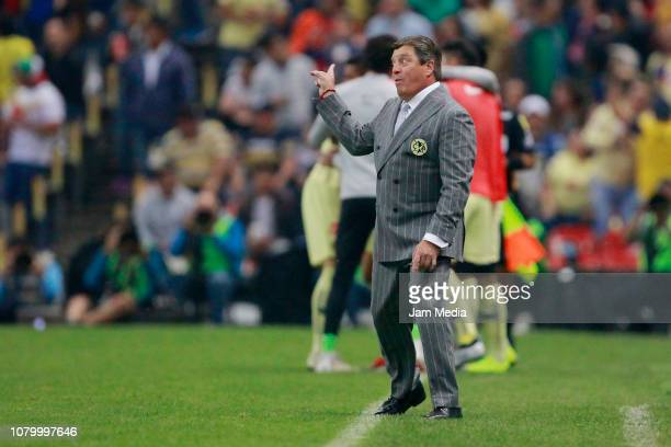 Miguel Herrera Head Coach of America gestures during the semifinal second leg match between America and Pumas UNAM as part of the Torneo Apertura...