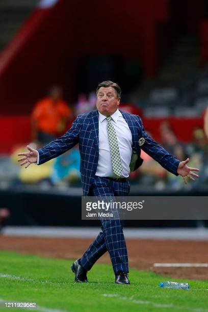 Miguel Herrera Head Coach of America reacts during a quarter final first leg match between Club America and Atlanta United as part of CONCACAF...