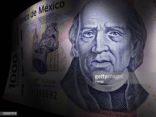 Miguel Hidalgo'primer plano de un billete de mil pesos