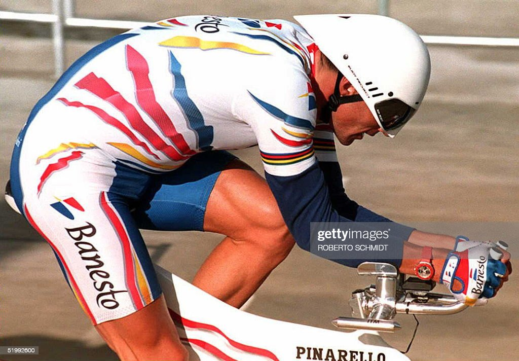 Miguel Indurain of Spain does training laps at the : News Photo