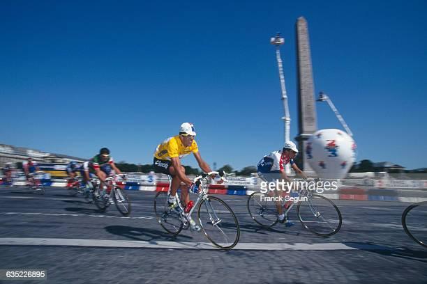 Miguel Indurain on place de la Concorde during stage 20 of the 1995 Tour de France.