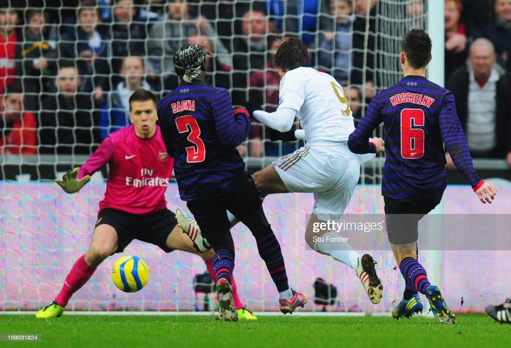 Swansea City v Arsenal - FA Cup Third Round : ニュース写真