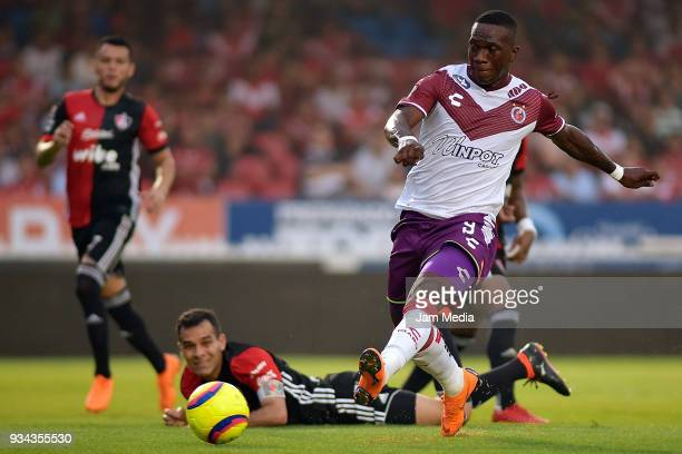 Miguel Murillo of Veracruz scores during the 12th round match between Veracruz and Atlas as part of the Torneo Clausura 2018 Liga MX at Luis 'Pirata'...