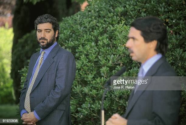 Miguel Ángel Rodríguez next to the president José María Aznar in La Moncloa palace During a press conference of the president of the Government