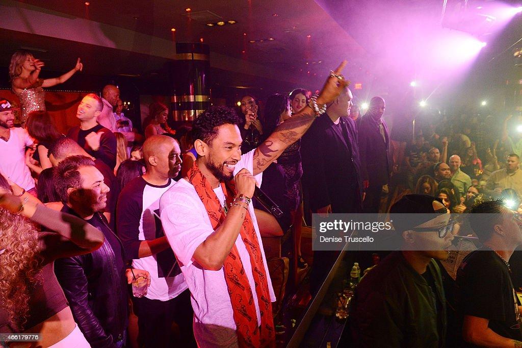 Award Winning Artist Miguel Performs At 1 OAK Nightclub At The Mirage : News Photo