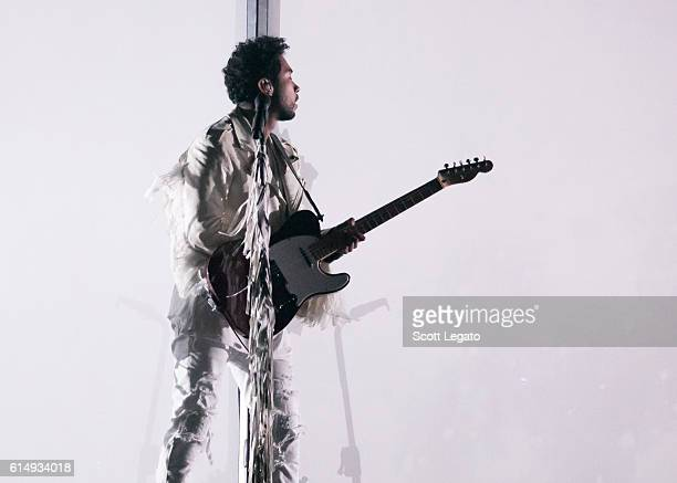 Miguel performs at The Palace of Auburn Hills on October 15 2016 in Auburn Hills Michigan