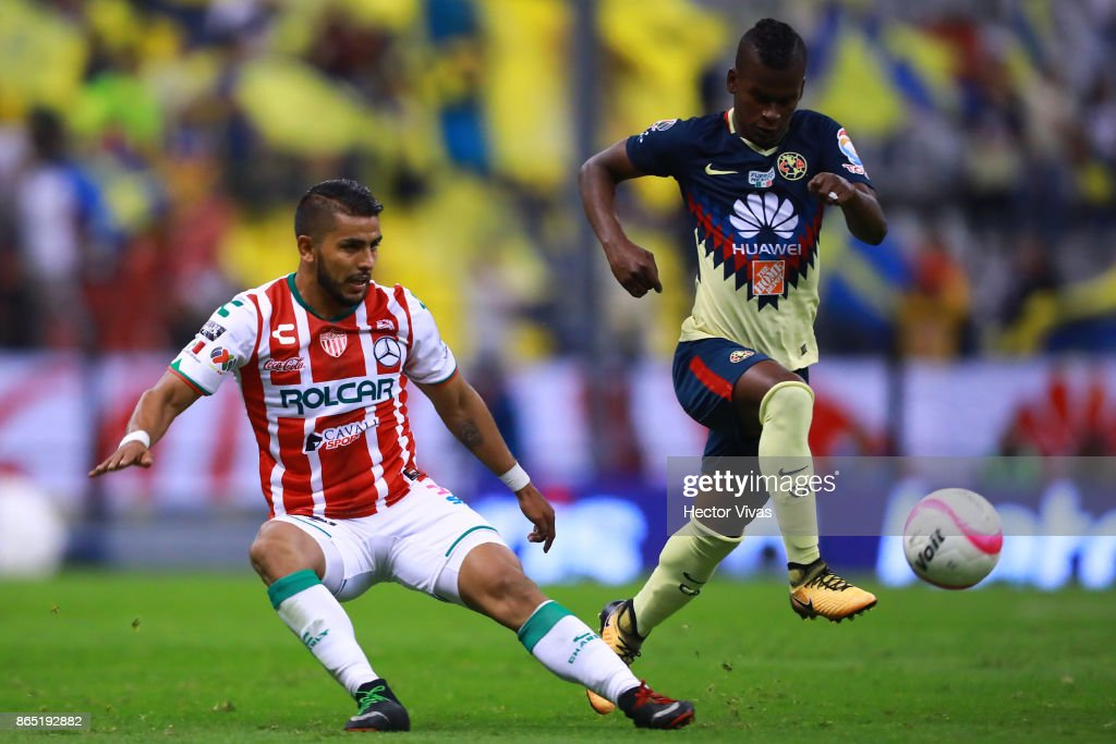 Miguel Ponce of Necaxa struggles for the ball with Darwin Quintero of America during the 14th round match between America and Necaxa as part of the Torneo Apertura 2017 Liga MX at Azteca Stadium on October 21, 2017 in Mexico City, Mexico.