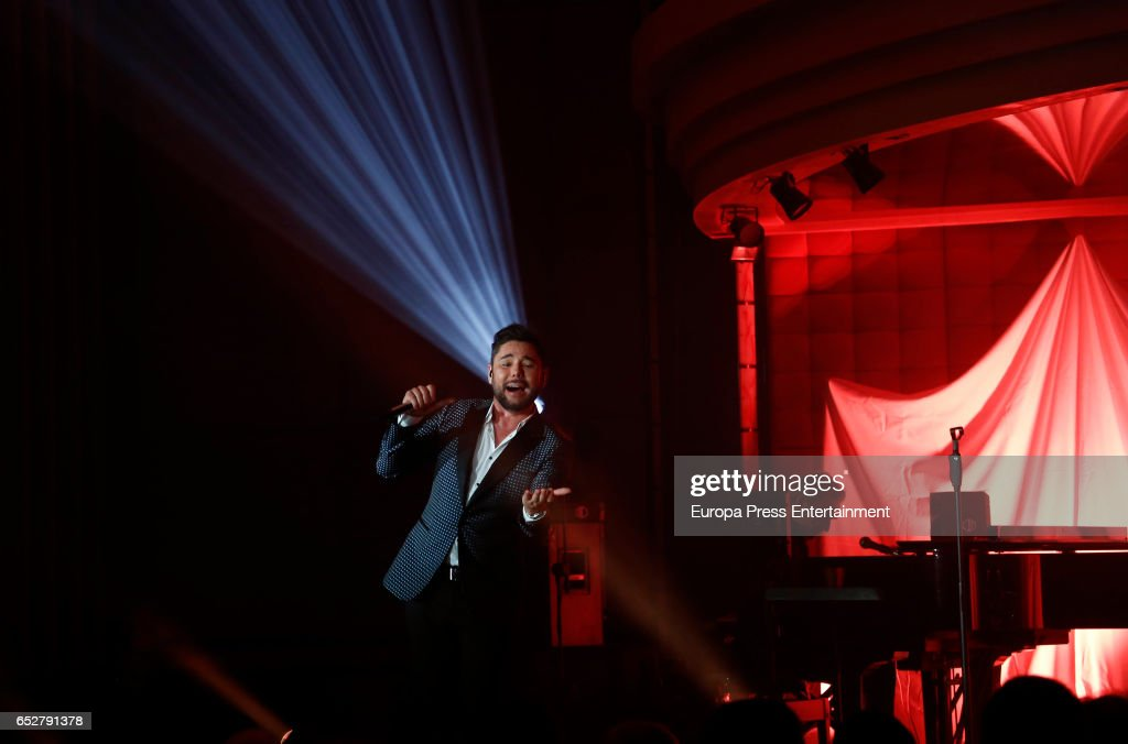 Miguel Poveda performs in concert at Gran Madrid Torrelodones on March 10, 2017 in Torrelodones, Spain.