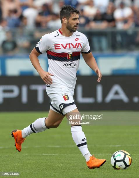 Miguel Veloso of Genoa CFC in action during the serie A match between Atalanta BC and Genoa CFC at Stadio Atleti Azzurri d'Italia on April 29 2018 in...