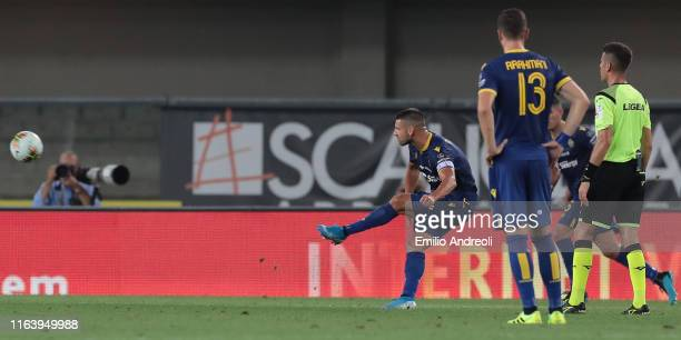Miguel Veloso of Hellas Verona scores his goal during the Serie A match between Hellas Verona and Bologna FC at Stadio Marcantonio Bentegodi on...