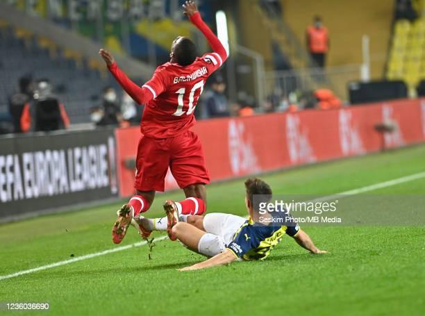 Miha Zajc of Fenerbahce and Mbwana Samatta of Antwerp FC during the UEFA Europa League group D match between Fenerbahce and Royal Antwerp FC at sukru...