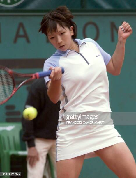 Miho Saeki of Japan returns to Maria Antonia Sanchez-Lorenzo of Spain during their first-round match at the French Open in Paris 25 May 1999.
