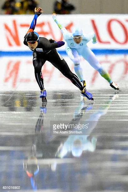 Miho Takagi and Nao Kodaira compete in the Women's 1000m during day two of the 41st All Japan Sprint Speed Skating Championships at M Wave on...