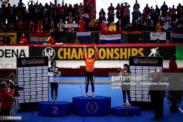 Miho Takagi of Japan Ireen Wust of Netherlands and Brittany Bowe of the United States pose in the Ladies 1500m medal ceremony during day 4 of the ISU...
