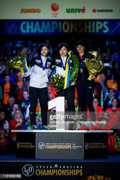 Miho Takagi of Japan Nao Kodaira of Japan and Brittany Bowe of the United States pose in the Ladies overall classification medal ceremony during day...